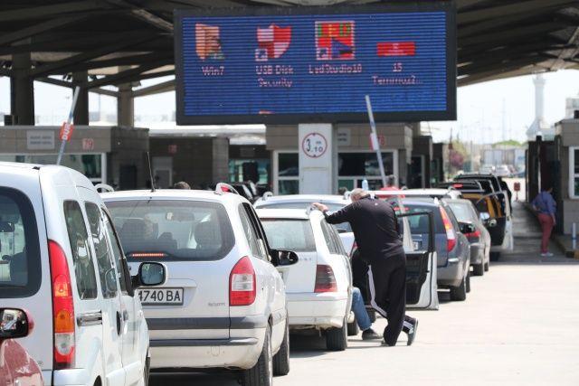 Gurbetçiler akın akın gelmeye devam ediyor! Kapıkule'de 1 ayda 102 bin 586 yolcu