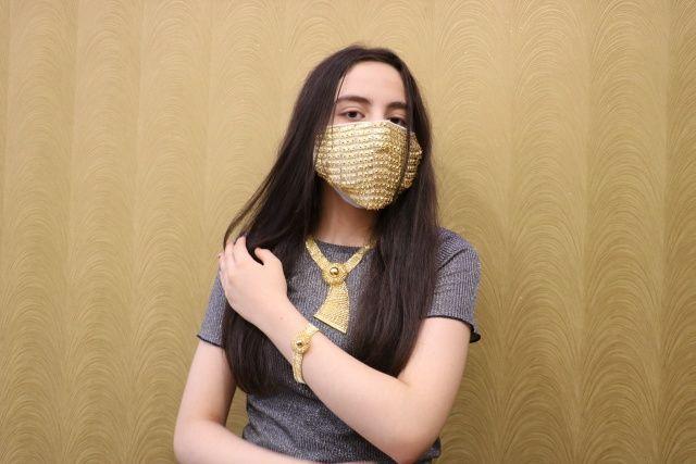 Değeri 14 bin lira! Gelinlere altın işlemeli maske