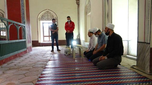 Fatih Sultan Mehmet'in babasına dua ettiler, Ayasofya'da namaz kılmak için Bursa'dan yürüyerek yola çıktılar