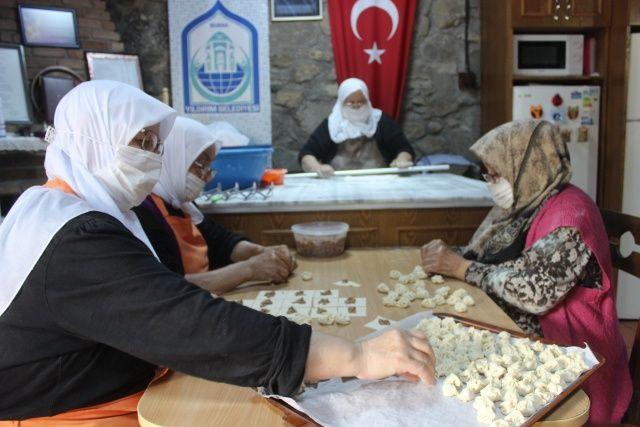 Öğle yemeğini yemek için Çalıkuşu Feride'nin köyüne gidiyorlar