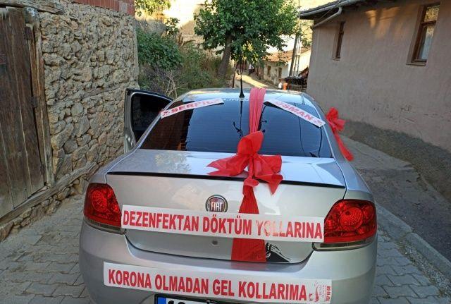 Düğün arabasına öyle bir mesaj yazdı ki görenler şaşkınlık yaşadı