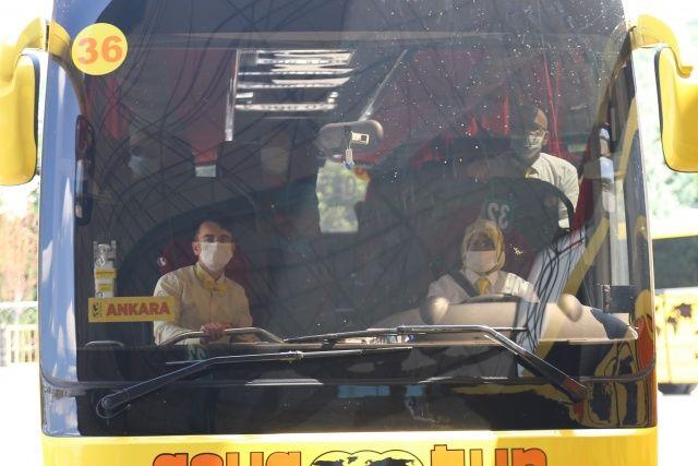 Bu otobüse binenler şoförü görünce çok şaşırıyor