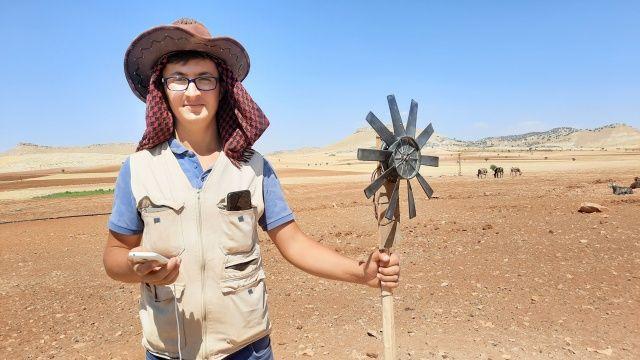 İmkansızlıklar çözüm bulmaya itti, çobanlık yapan öğrenci atık malzemelerden enerji üretti
