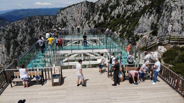 Kastamonu'da 450 metre yükseklikteki Çatak Kanyonu cam terası nefes kesiyor