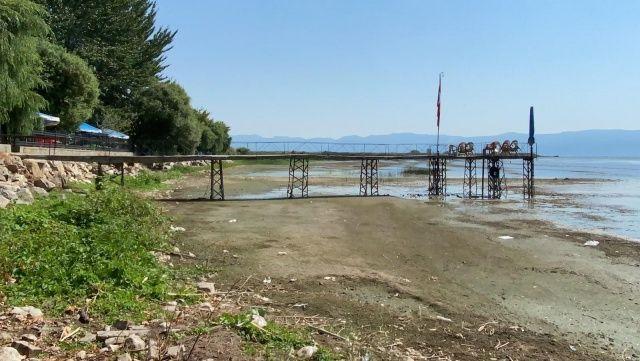 İznik Gölü'nde korkutan çekilme: İskele var su yok