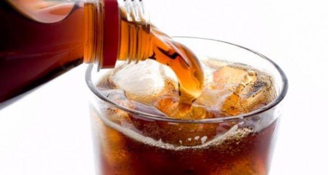 Gazlı içecekleri aşırı tüketenler dikkat! Zararları saymakla bitmiyor