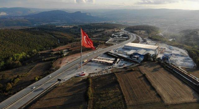 Bu gurur Samsun'un! Türkiye'nin en büyük bayrağı göndere çekildi