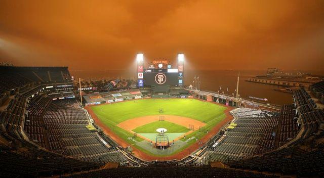 California'daki yangınlar nedeniyle gökyüzü turuncuya büründü