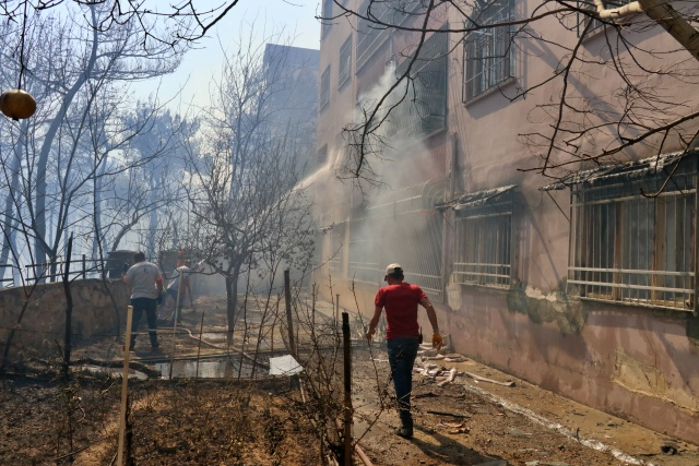Hatay'ın Belen ilçesi yakınlarında başlayan orman yangını kontrol altına alındı
