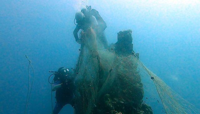 """Denizlerin """"hayalet ağ avcısı Aksona"""" iş başında"""