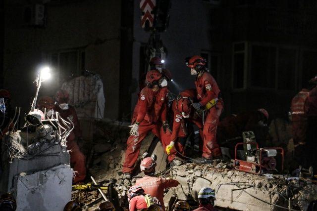Depremin isimsiz kahramanları objektiflere yansıdı