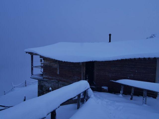 Kar kalınlığı 30 santimetreyi geçti! Muhteşem görüntüler