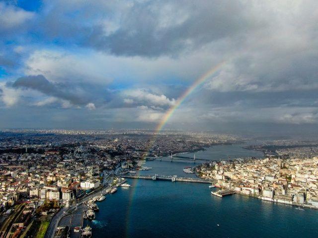 İstanbul'da gökkuşağı sürprizi! Görenleri hayran bıraktı