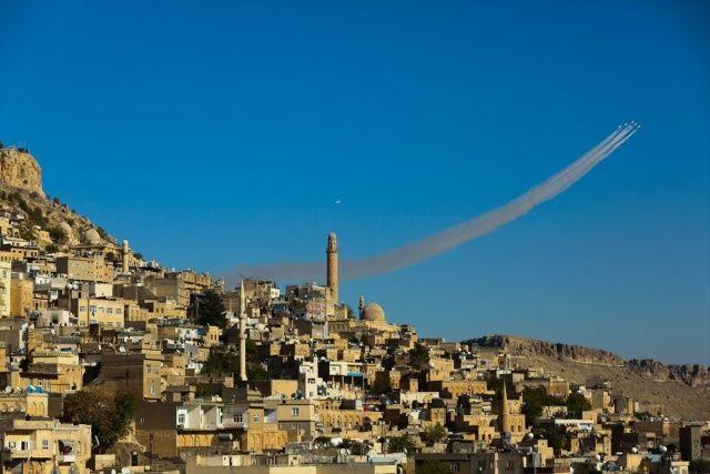 'Türk Yıldızları'ndan Mardin semalarında muhteşem gösteri