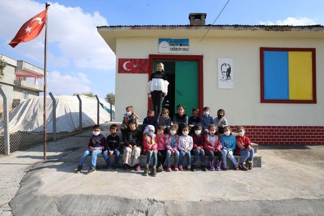 5 ay önce atandığı köy okulunu baştan sona yeniledi