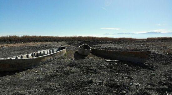 Eber Gölü'nde ürkütücü kayık mezarlığı görüntüsü