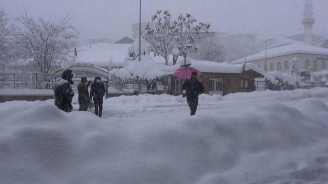 Kar kalınlığı merkezde 60 santimetre, yüksek kesimlerde 1 metreye ulaştı