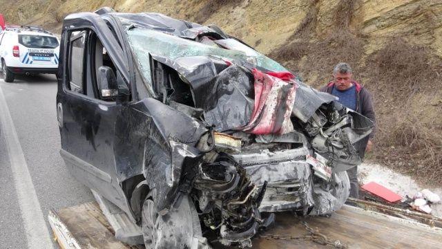 Oğullarını askere teslim eden aile kaza yaptı: 3 ölü
