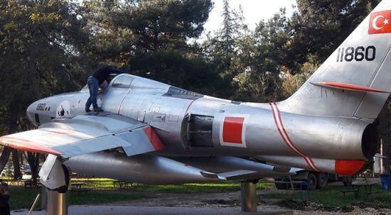Bu işe hobi olarak başladılar, savaş uçağını restore ettiler