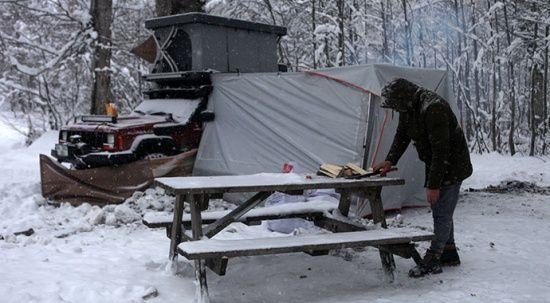 Eksi 14 derecede kamp keyfi! Kar yağışının tadını çıkardılar