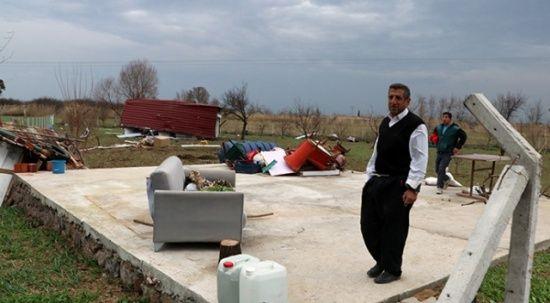 İçinde bulundukları ev fırtınadan uçtu: 2 yaralı