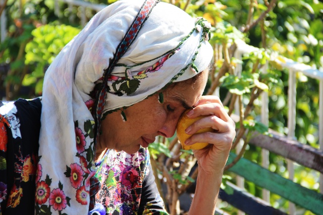 Ünlü manken ağlaya ağlaya köy hayatını bıraktı