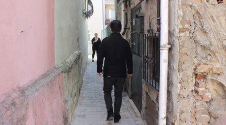Bu sokaktan iki kişi yan yana geçemiyor!