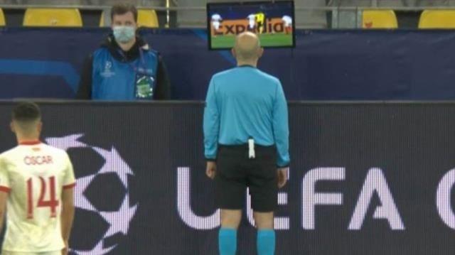 Cüneyt Çakır, Şampiyonlar Ligi'nde geceye damga vurdu! Golü iptal etti, penaltı verdi