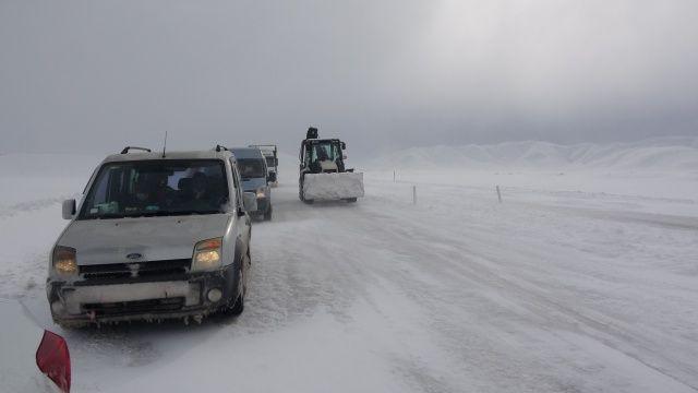 Yoğun tipi nedeniyle yüzlerce araç mahsur kaldı