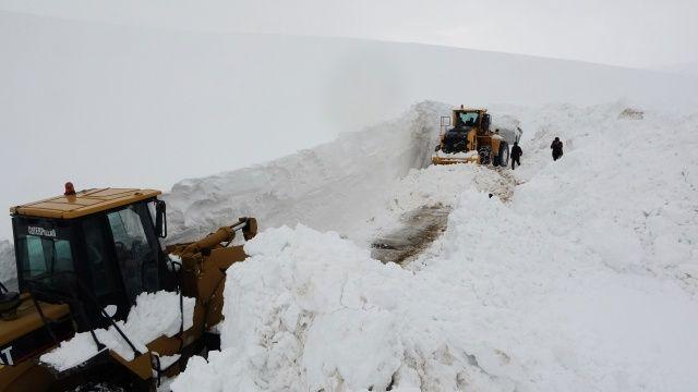 Kar kaplanlarının zorlu mesaisi! Kalınlık 6 metreyi buldu