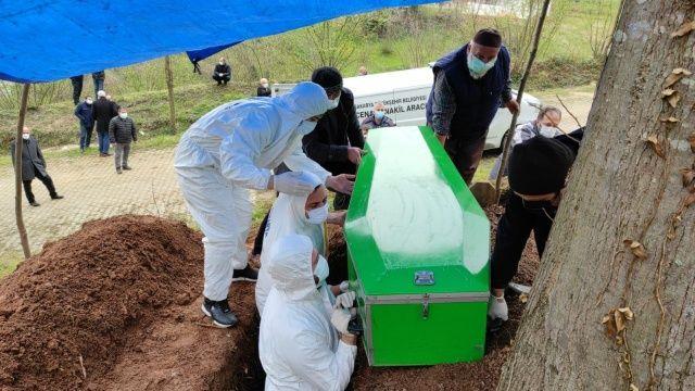Aynı aileden 5 kişi koronavirüsten hayatını kaybetti