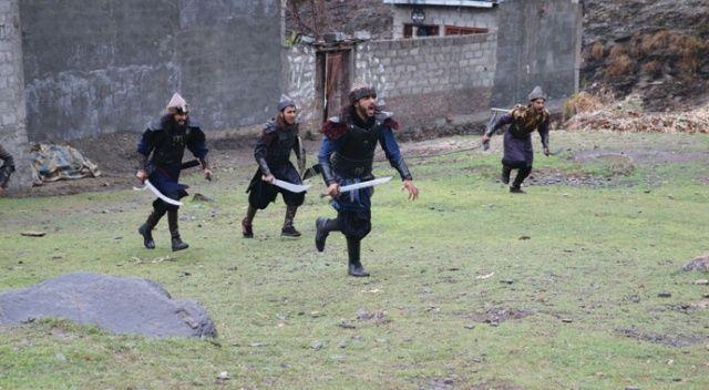 """Pakistanlı gençler """"Diriliş Ertuğrul"""" sevgisini sete taşıdı"""