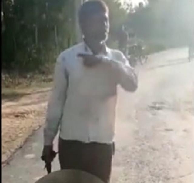Vahşet!  17 yaşındaki kızının kafasını kesti, kesik kafayla sokaklarda dolaştı