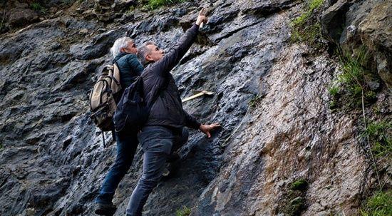 Onlar süs taşı avcıları: Komando gibi dağlarda gezerek süs taşı arıyorlar