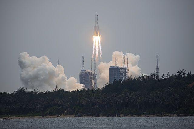 Çin'in kontrolden çıkan roketi Dünya'ya düşüyor