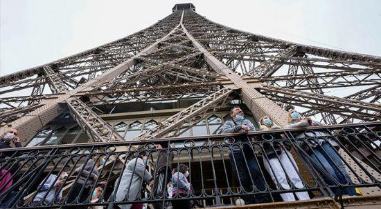 Eyfel Kulesi dokuz ay sonra kapılarını açtı