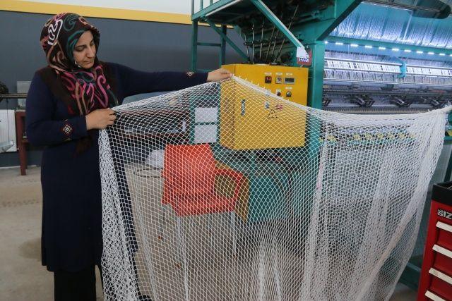 Yüzlerce balon balığını tek seferde yakalayacak özel ağ