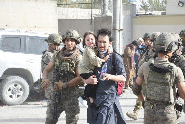 Türk askeri dünyaya insanlık dersi veriyor
