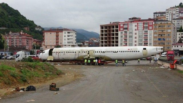 Trabzon'da pistten çıkan uçak, pide salonuna dönüştürülüyor