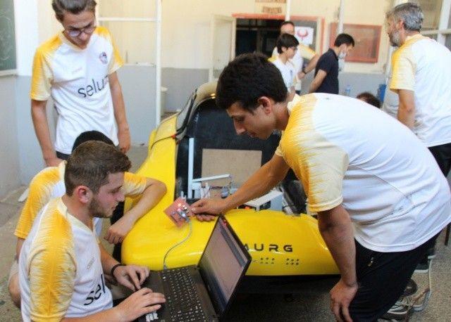 Lise öğrencileri sekiz ayda yaptı: 1 TL ile 100 kilometre gidiyor
