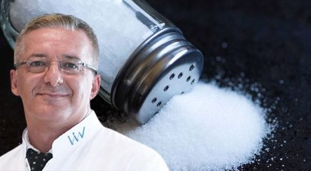 Günde 6 gramdan fazla tuz tükenenler dikkat: Kalp hastalığı riskinizi arttırabilir!