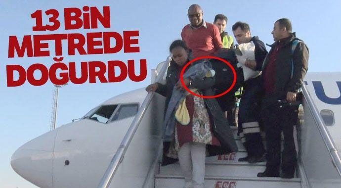 İstanbul'a gelen uçakta bir kadın yolcu doğum yaptı