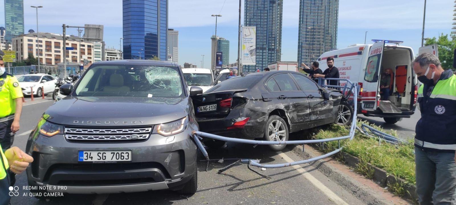 11 aracın karıştığı akılalmaz kaza kamerada: 3 yaralı