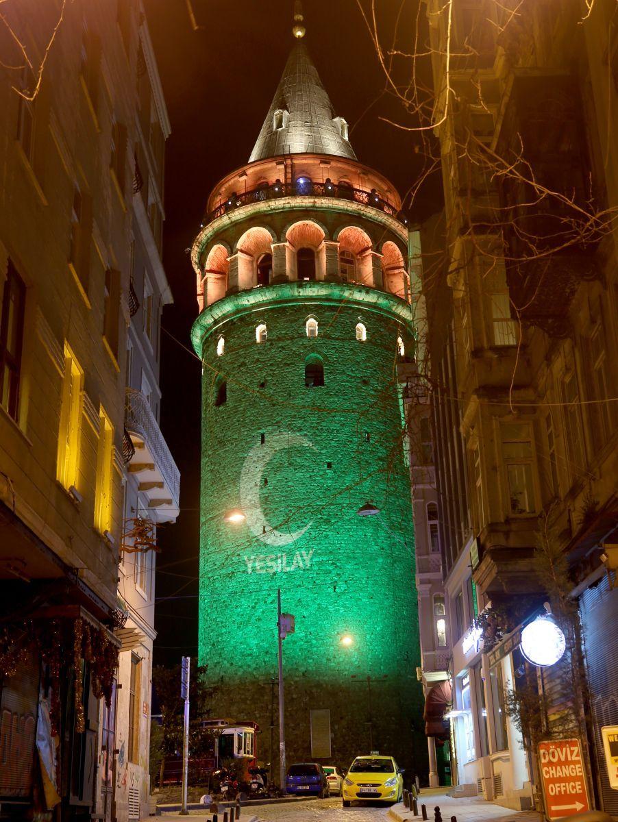 Galata Kulesi Yeşilay Haftası Nedeniyle Yeşile Büründü