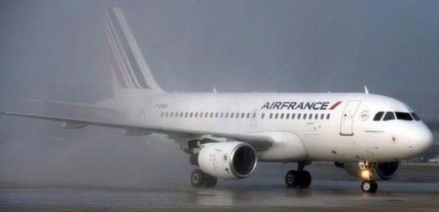Fransız uçağında 'bomba' şoku