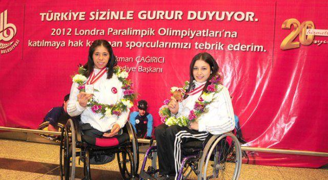 Bedensel engelli Zübeyde Süpürgeci ablasının yolunda