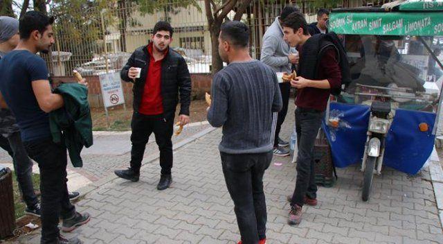 Adana'da acılı ayran kuyruğu