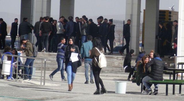 Aksaray Üniversitesinde kavga çıktı, yaralılar var