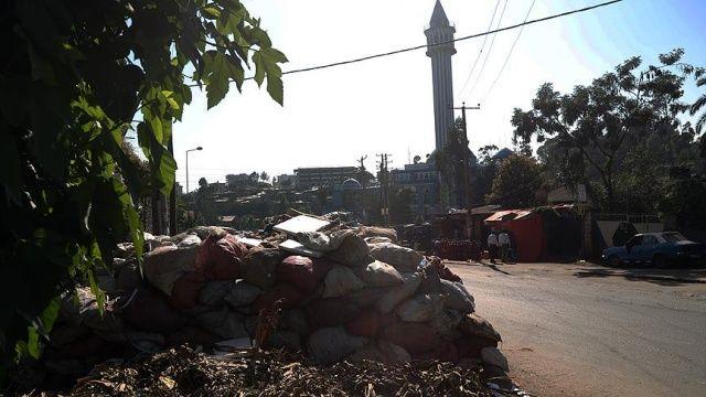Etiyopya'nın başkentinde çöp tepeleri oluştu