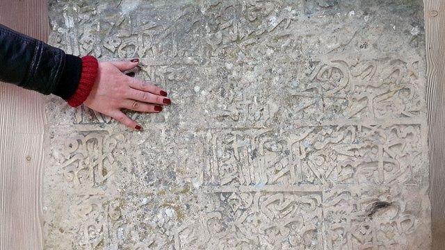 Kayıp tarihî kitabe 20 yıl sonra tesadüfen bulundu